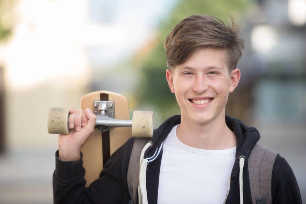 high-school-teen_longboard